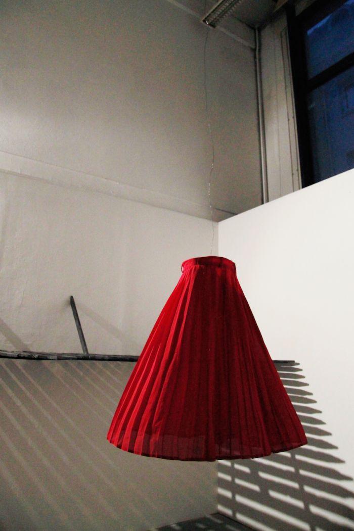 alicia-zaton-caluje-2014-jupe-rouge-fil-de-fer-moteur-de-boule-a-facettes-4b393b67874d77e46dc779213098b8b9