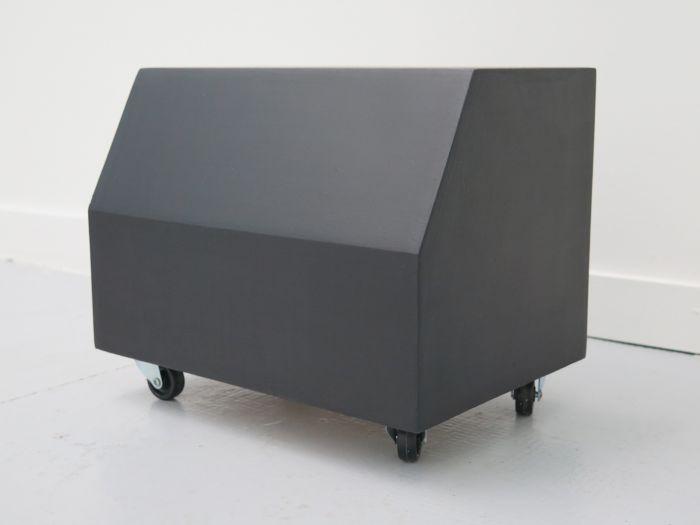 gilles-elie-atelier-mobile-2-2016-bois-peinture-acrylique-roulettes-25x60x25-cm-3dd5683d4fe6aa481633e2880608e970