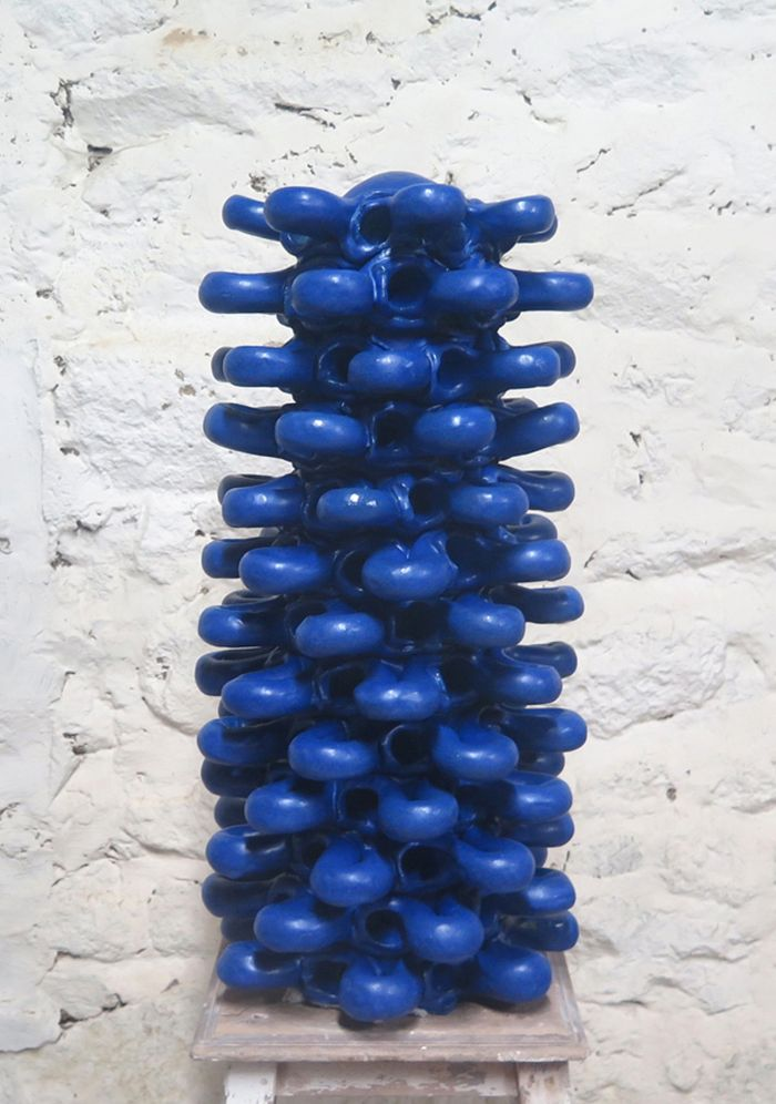 langue-de-chat-bleu-cobalt-2017-gres-emaille-57-x-d.27-4195df181aece7fe4f39474d8d8662c9