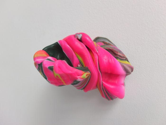 05-samuel-aligand-noeuds-2012-plastique-et-pigment-10x13x13cm-b4cb73705679dea6a8a402c42590a5b7