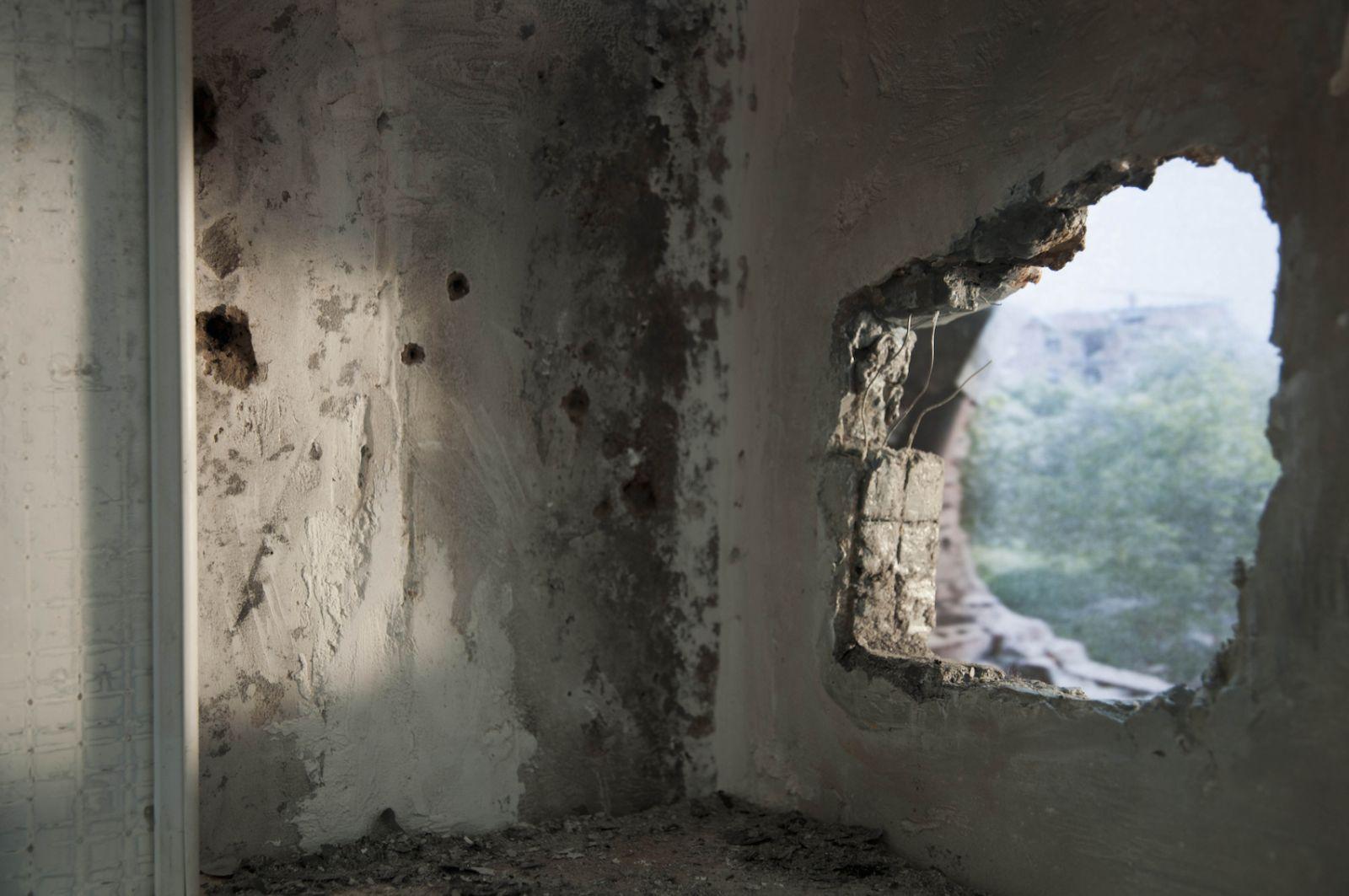 sara-acremann-la-breche-2010-installation-photographie-numerique-14.5x22cm-341374a09fca6ce2d9aaec34c5f3bcc7